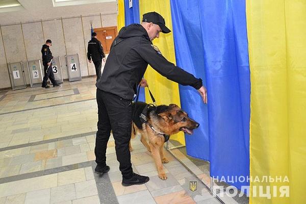 Поліцейські обстежили всі виборчі дільниці