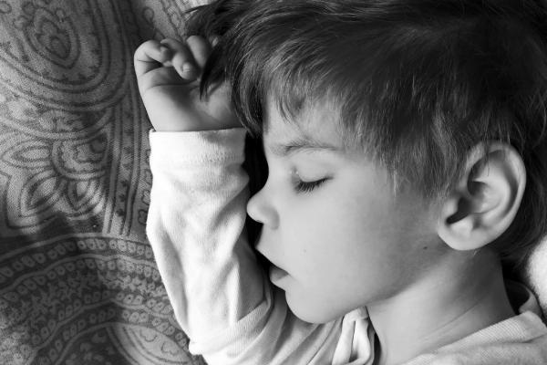 Маленькому хлопчику з Тернополя потрібна допомога