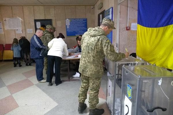 На Тернопільщині військовослужбовцям-строковикам надано не менше чотирьох годин для голосування