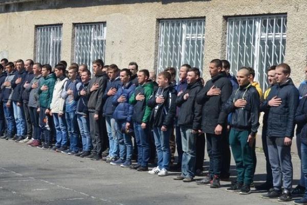 На Тернопільщині урочисто провели юнаків на строкову військову службу (Фото)
