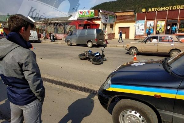 На Тернопільщині мотоцикліст збив вагітну жінку з дитиною (Фото)