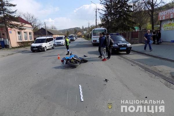 У Кременці мотоцикліст збив матір з дитиною