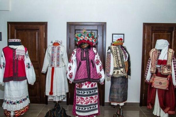 Етногалерея «Спадок» родини Демкур представила українську культуру на Міжнародному дні культур у ТНЕУ
