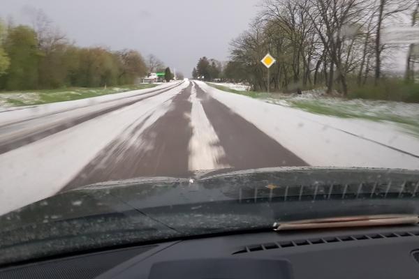 Наслідки стихії: в Озерній під Тернополем град лежав, як сніг взимку (Фото)