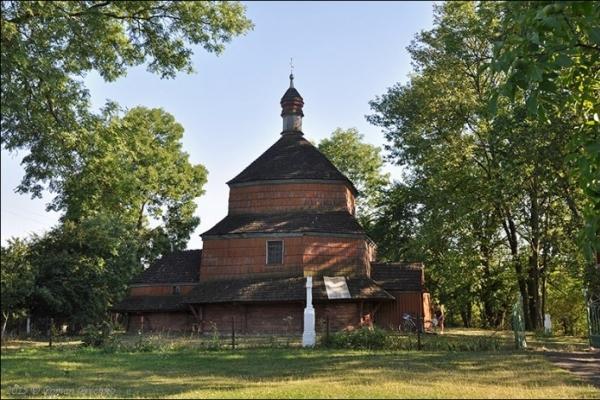 У підлозі храму на Львівщині знайшли 900-річну реліквію (Фото)
