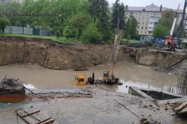 Спецкомісія встановила причину зсуву ґрунту на території скандального будівництва у Тернополі