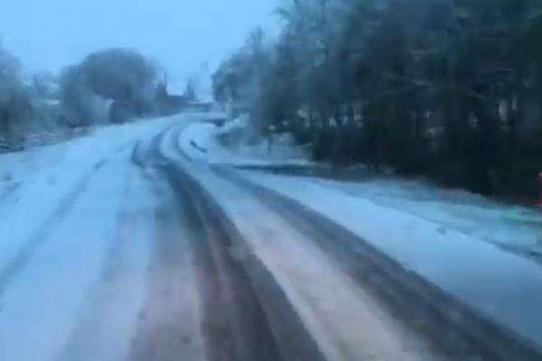 У Карпатах – 6 градусів морозу і засипає снігом (Відео)