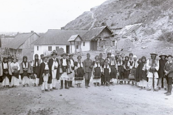 Мешканці Заліщиків на столітніх фото