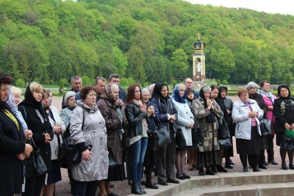 Митрополит Василій зустрівся в Зарваниці з матерями загиблих героїв
