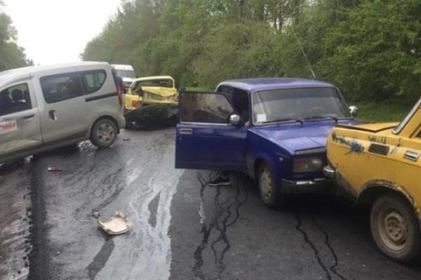 В ДТП зіткнулося п'ять автомобілів (Фото)