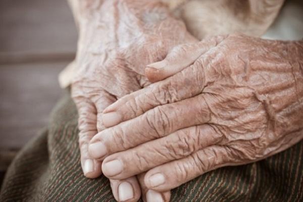 У Збаразькому районі в полі знайшли мертвою стареньку бабусю