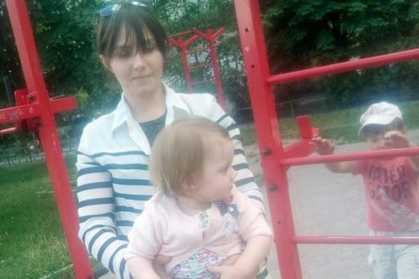 Тиждень жила з трупами батьків: у квартирі знайшли виснажену дворічну дівчинку
