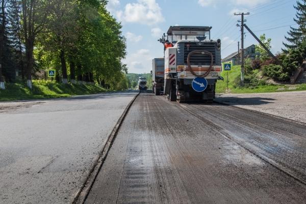 На вихідних дорожники Тернопільщини ремонтували траси державного значення