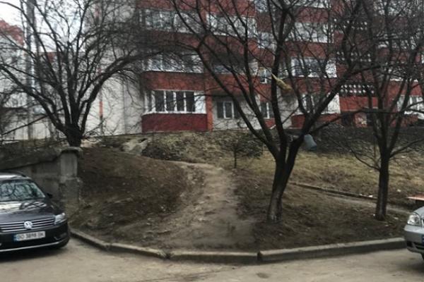 Тернополяни просять встановити сходи біля будинків
