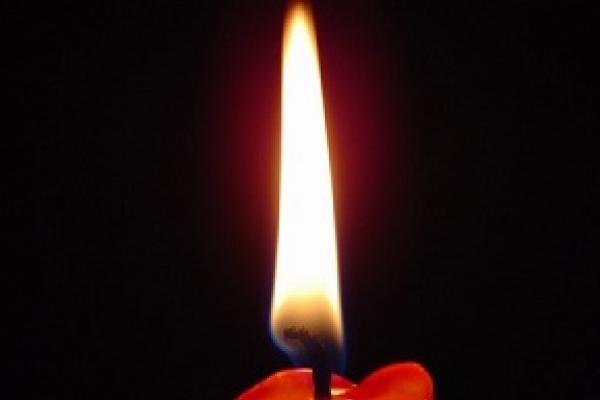Залишена в труні свічка ледь не призвела до трагедії