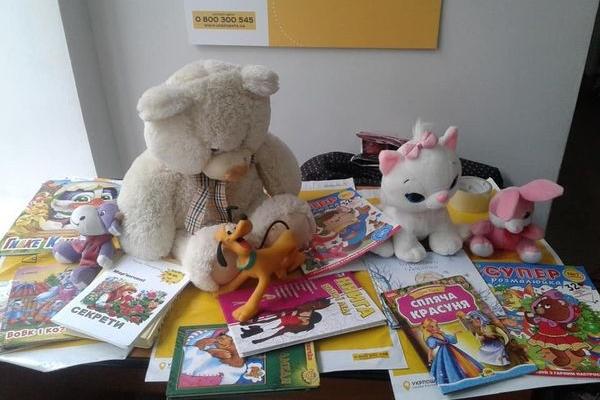 У «СловоСвіті» зібрали подарунки для вихованців дитбудинків