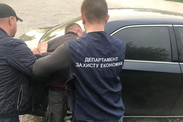 На Тернопільщині викрито заступника міського голови на отриманні 800 доларів хабара (Фото)