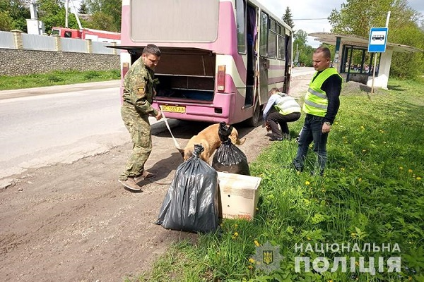 Поліцейські отримали іноформацію про замінуваня рейсового автобуса