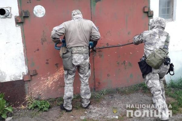 На Тернопільщині злочинна група викрадала іномарки, перебивала номери і продавала їх