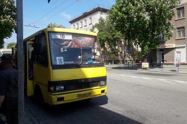 У Тернополі водій маршрутки облаяв бабцю (Фото)