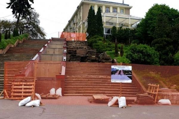 У Тернополі розпочали ремонт легендарних сходів