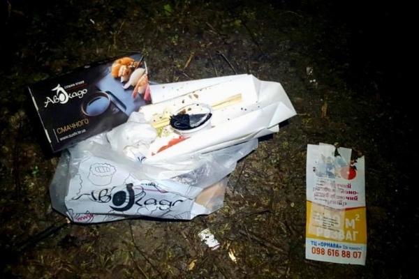 Активісти вичислили дівчину, яка лишила пакет зі сміттям у лісі під Тернополем (Фото)