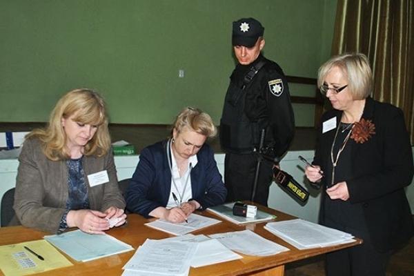 У Тернопільській області трьох випускників вигнали із ЗНО