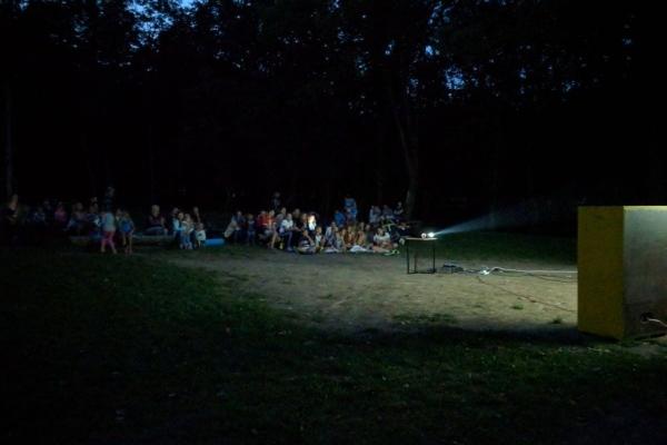 У парку міста на Тернопільщині стартували літні кінопокази просто неба