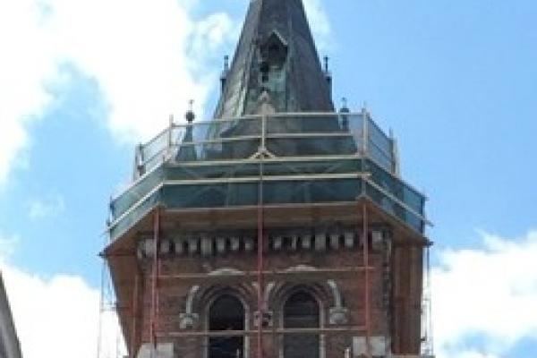 Вежа костелу досі у риштуванні - триває реставрація величного римо-католицького храму у Чорткові