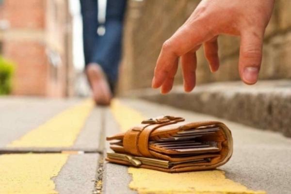 У Кременці молодий чоловік знайшов гаманець зі значною сумою і повернув власнику