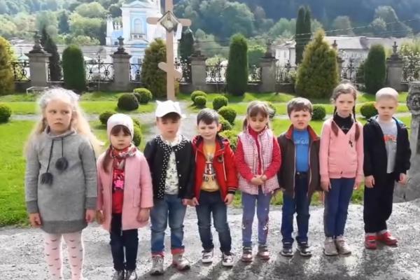 Маленькі кременчани стали зірками YouTube, розповідаючи про рідне місто