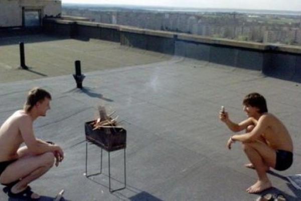 Тернополяни пиячать на покрівлях багатоповерхівок