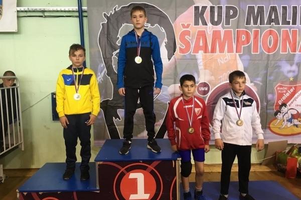 Юні тернопільські борці привезли медалі з Сербії