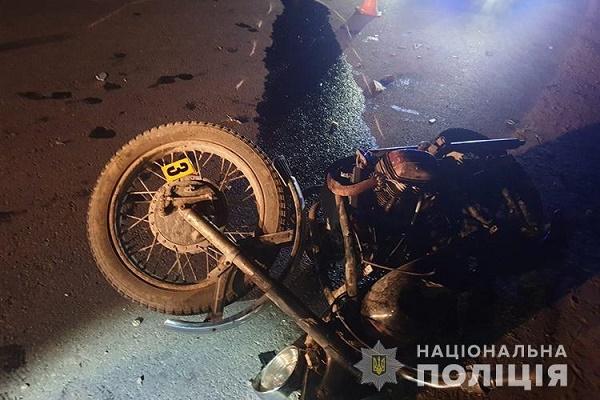 У Тернопільському районі зіткнулися вантажівка і мотоцикл