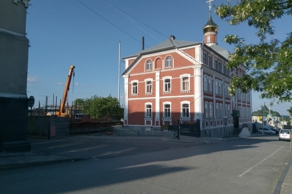 У Почаєві УПЦ МП будується на комунальній землі у центрі міста (Фото)