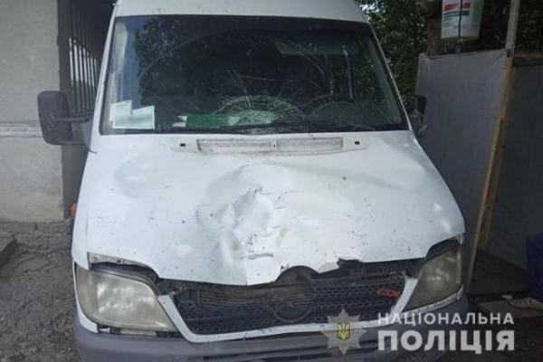 У Бережанському районі водій буса збив чоловіка і залишив помирати