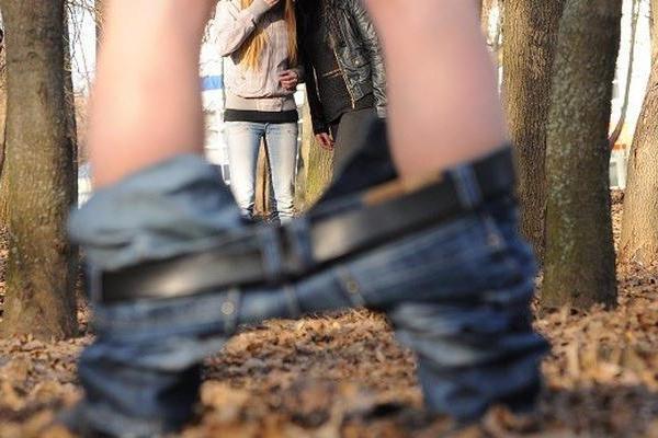 В одному з тернопільських парків прохожих лякає рукоблудник