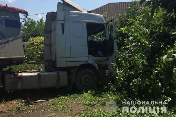 На Тернопільщині водій помер за кермом: авто зносило все на своєму шляху