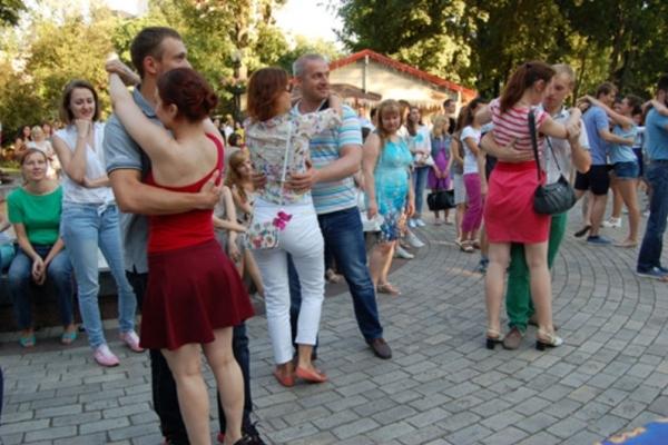 Тернополян запрошують на танці просто неба