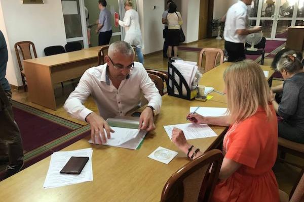 Є вже перший кандидат до Парламенту від Тернопільщини, який здав документи у ЦВК (Фото)