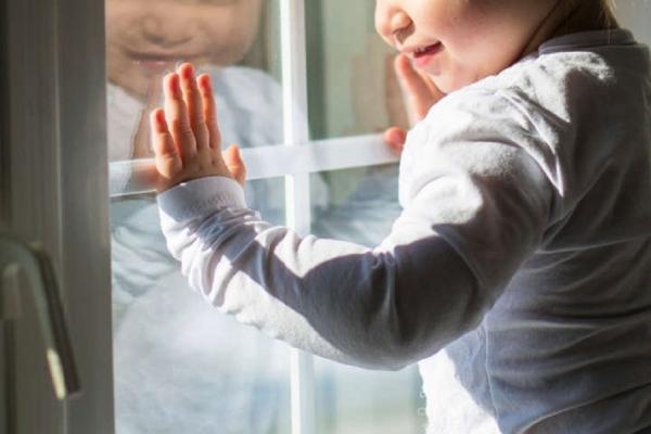 У Тернополі з вікна випала маленька дитина