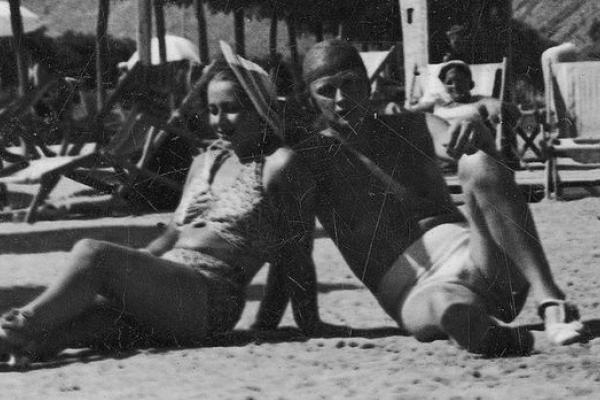 Пляжники в Заліщиках на ретро фото