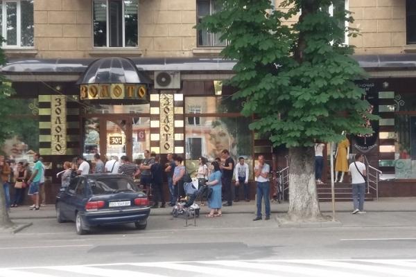 Під польськими банками у Тернополі – знов довжелезні черги