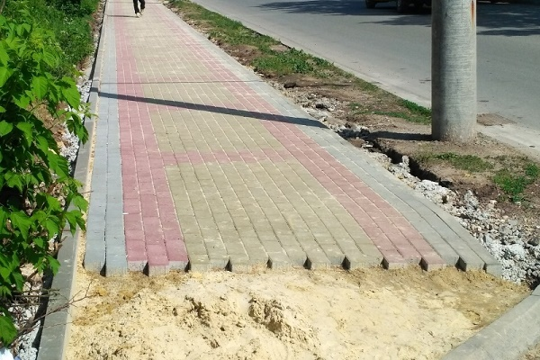 Жителі Кутківців просять облаштувати тротуари у мікрорайоні