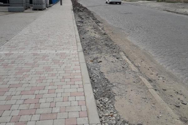 У Бучачі «випаровується» тротуар?