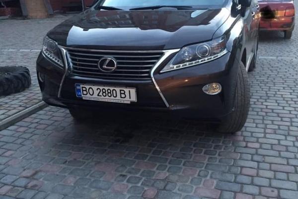 У Тернополі вночі викрали чергову дорогу автівку (Фото)