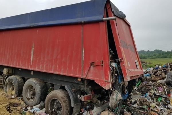 У Почаєві сміттєвий скандал