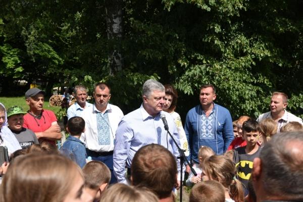 Петро Порошенко в Олієві на Зборівщнині: «Разом будемо відстоювати цінності, важливі для кожного українця»