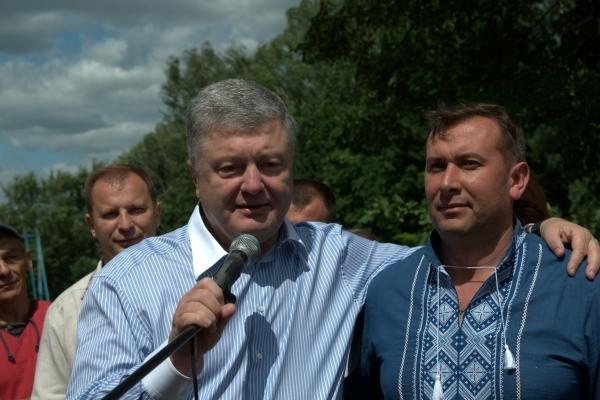Оплески та «Слава Україні!»: п'ятого Президента Петра Порошенка зустріли у Зборові (Фото)