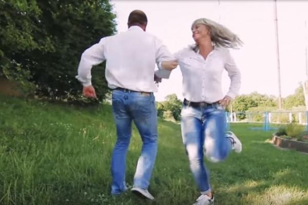 Вже тисячі переглядів назбирало відео, яке зняли батьки випускників Тернопільщини (Відео)